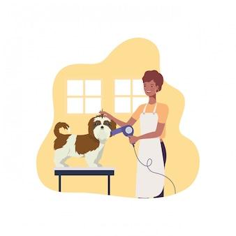 Молодая женщина с собакой в питомце грумер