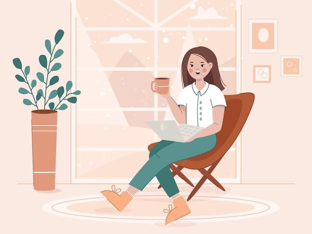 自宅でノートパソコンとコーヒーのフリーランスの仕事やオンライン教育の概念を持つ若い女性