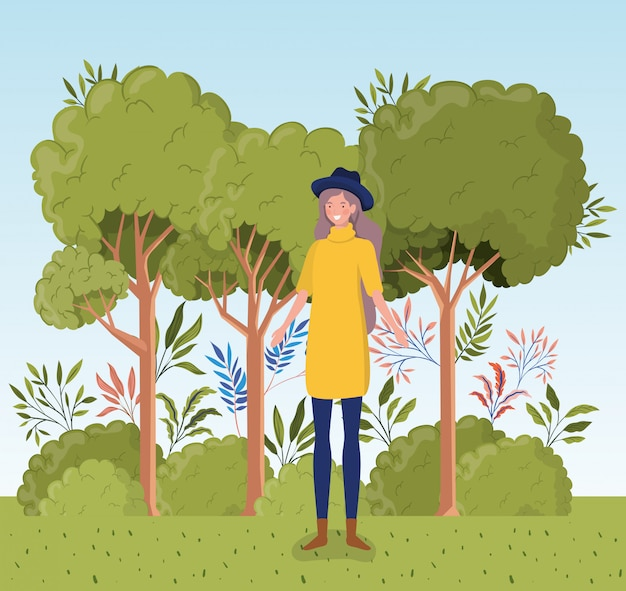Giovane donna con tophat in piedi nel campo
