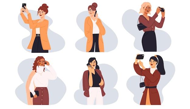 스마트 폰을 사용하여 최신 유행의 옷을 입은 젊은 여성