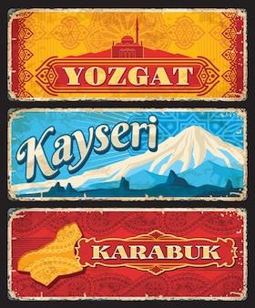 Yozgat、kayseri、karabukilまたはトルコの地方のビンテージプレート。ベクトル地図、capanoglu camiiモスク、エルジェス山のグランジステッカー、アラベスクパターンの古い看板、トルコの旅行デザイン