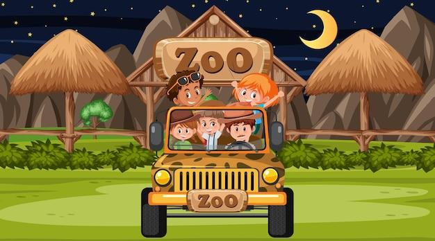 Зоопарк на ночной сцене со многими детьми в машине джипа