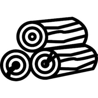 Brennholz Stämme gestapelt