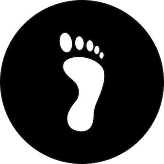 Fußabdruck auf einem einzigen schwarzen kreisförmigen Hintergrund