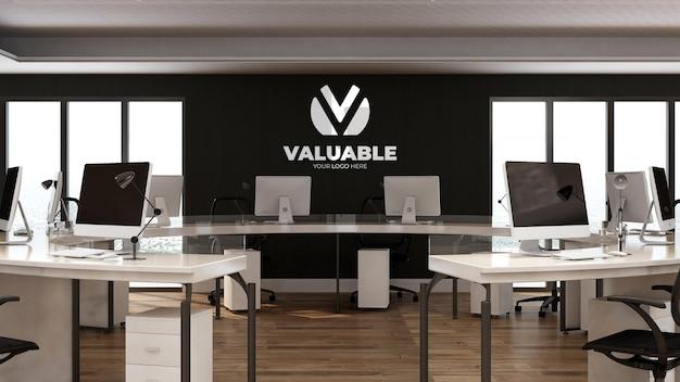 3d-firmenlogo-modell im büroarbeitsplatz