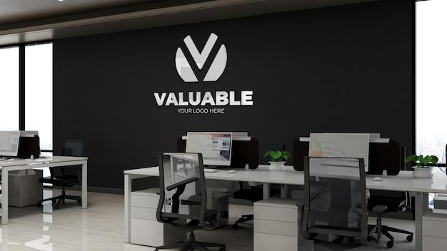 3d-firmenlogo-modell im modernen büroarbeitsplatz am hohen himmel