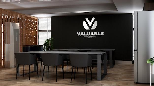 3d-logo-wandmodell im küchenraum des büros