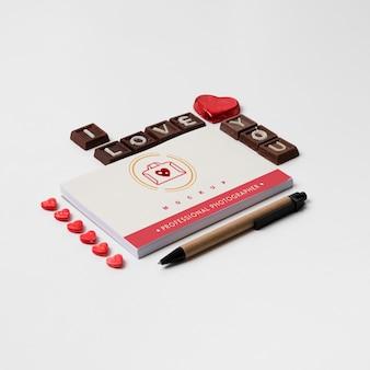 Abdeckungsmodell mit valentinsgrußkonzept