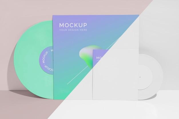 Abstrakte retro-vinylscheibe mit verpackungsmodell