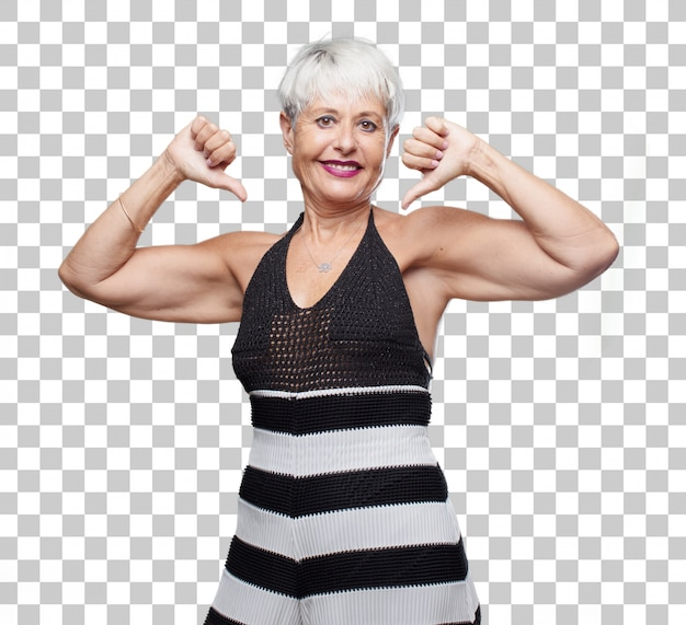 Ältere coole frau mit einem stolzen, glücklichen und überzeugten ausdruck; lächelnd und erfolgssicher