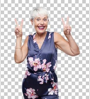 Ältere kühle frau mit einem stolzen, glücklichen und überzeugten ausdruck