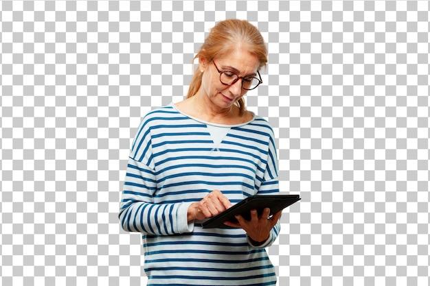 Ältere schöne frau mit einer touch screen tablette