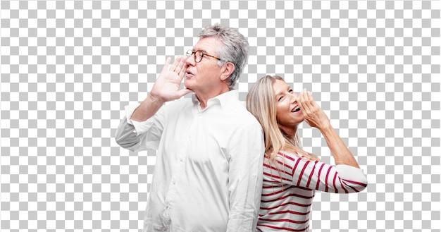 Älterer kühler ehemann und frau, die sich vorwärts lehnt und ein geheimnis flüstert