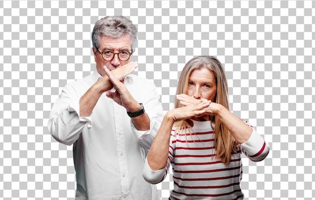 Älterer kühler ehemann und frau mit beiden händen kreuzte vor mund