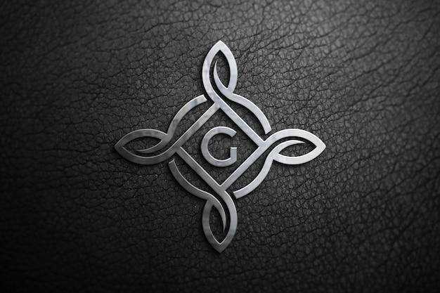 Aluminium-logo-modell auf schwarzem leder
