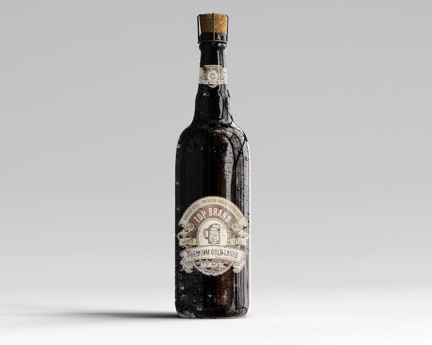 Amber glass beer bottle mockup mit wassertropfen - vorderansicht