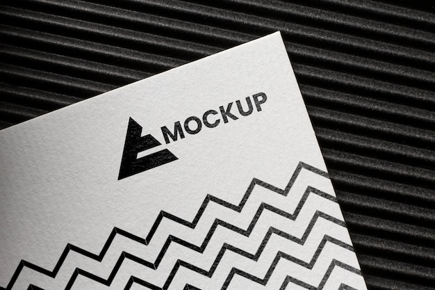 Anordnung des branding-mock-ups auf der karte
