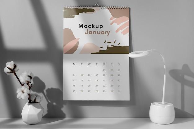 Anordnung des mock-up wandkalenders im innenbereich