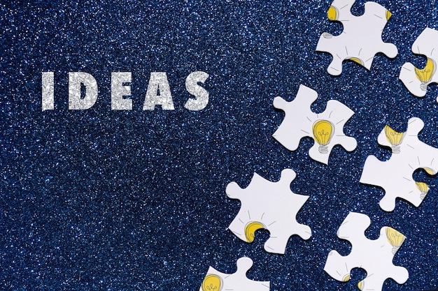 Anordnung mit puzzleteilen auf funkelnhintergrund