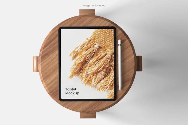 Ansichtswinkel des tablet-modells auf dem stuhl