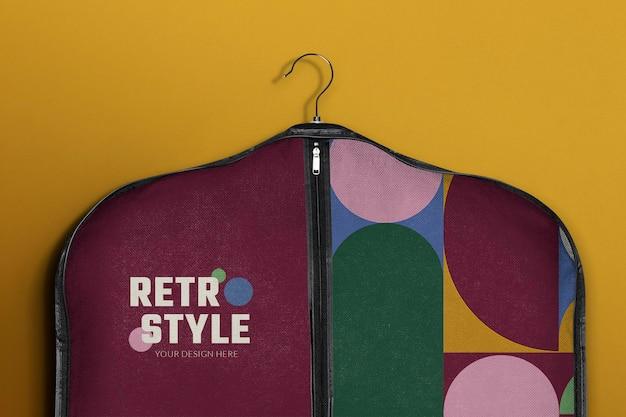 Anzughülle tasche mockup psd im retro-stil