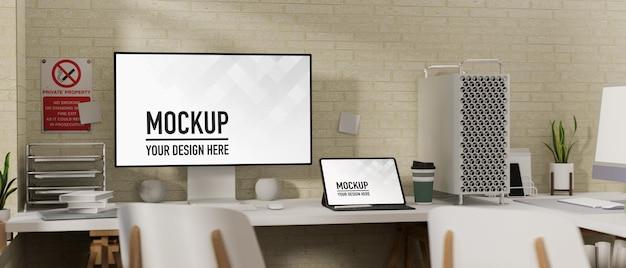 Arbeitsplatz mit computer- und laptop-modell