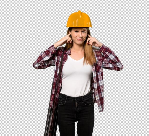 Architektenfrau frustriert und ohren mit den händen bedeckend