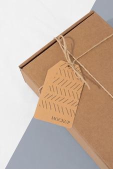Arrangement mit bastelbox-tag-mock-up