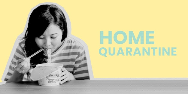 Asiatische frau, die während des coronavirus-quarantänevorlagenmodells instantnudeln isst