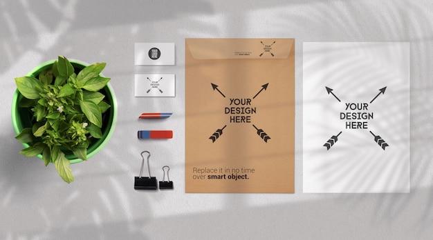 Auf lightgray isoliertes modell für schreibwaren und schulbedarf Premium PSD
