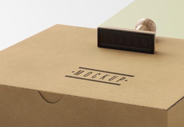 Auswahl an briefmarkenboxen