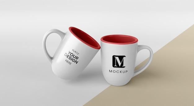 Auswahl an minimalen kaffeetassen