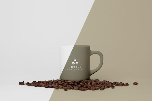 Becher mit kaffee verspotten