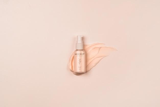 Behälter für kosmetische produkte mit spritzer über der ansicht
