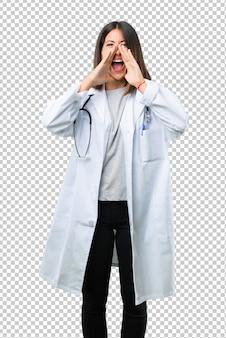Behandeln sie frau mit dem stethoskop, das mit dem breiten mund schreit, offen und etwas ankündigend