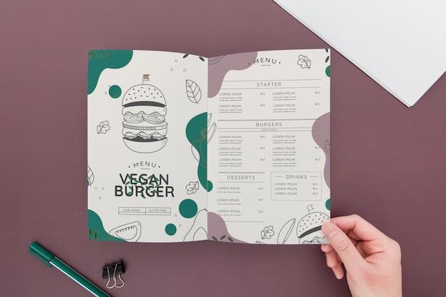 Bifold broschüre konzept modell