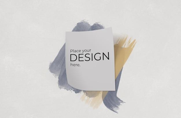 Blatt papiermodell über aquarellpinsel