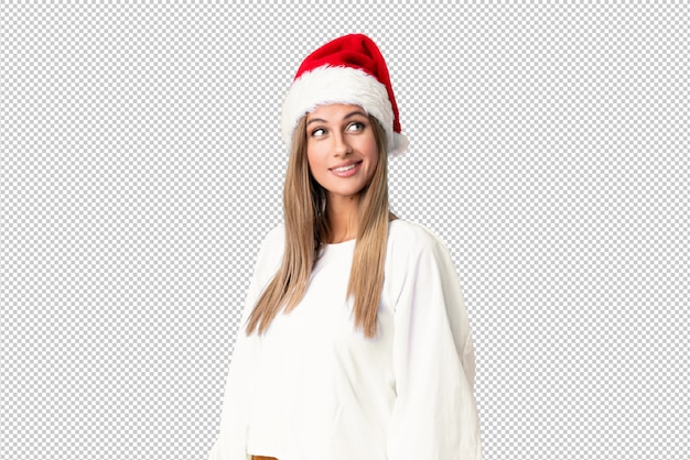 Blondes mädchen mit weihnachtshut oben lachend und schauend