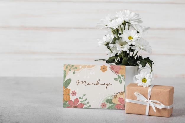 Blumenarrangement mit musterkarte