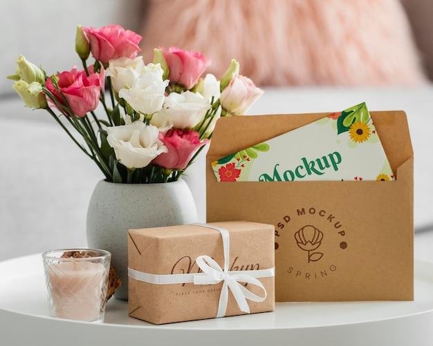 Blumenarrangement mit musterumschlag