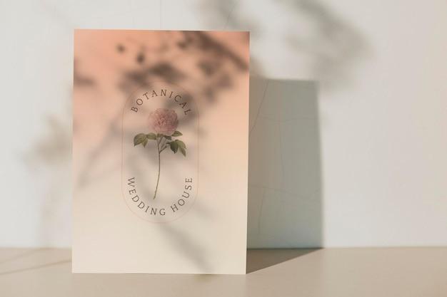 Botanische hochzeitshauskarte mit pflanzenschattenschablone