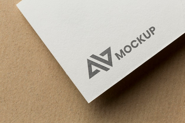 Branding-mock-up auf dem kartensortiment