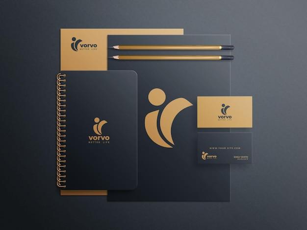 Braunes und schwarzes briefpapier-mockup-set