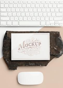 Briefpapiermodell mit dunklem stein