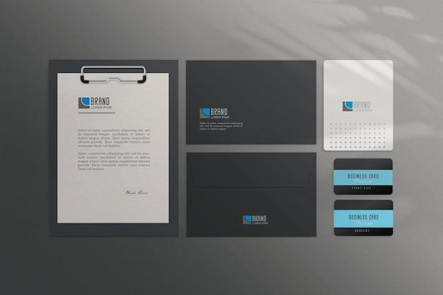 Briefpapierset mit grauem hintergrund premium psd