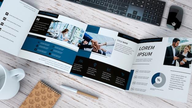 Broschüre mit vierfacher broschüre