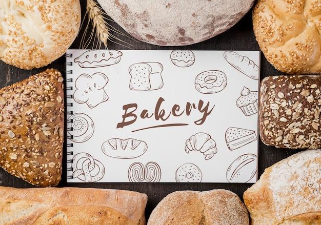 Brot mit notizbuch