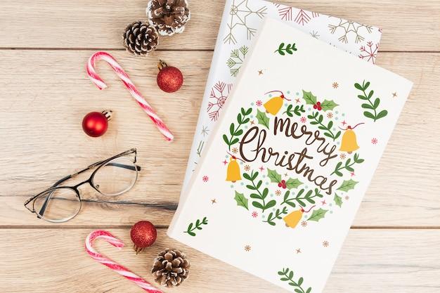 Buch der frohen weihnachten mit weihnachtszubehör
