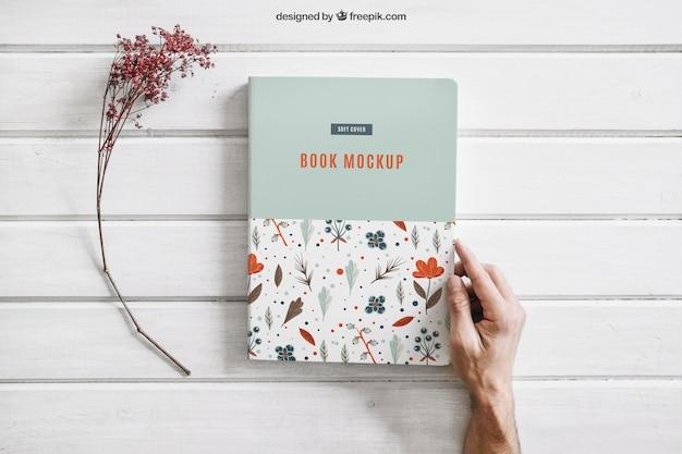Buch mock-up mit blume