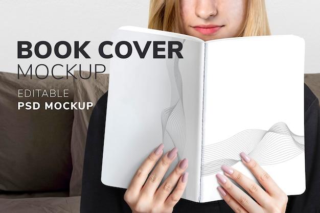 Buchcover mockup psd mit lesender frau